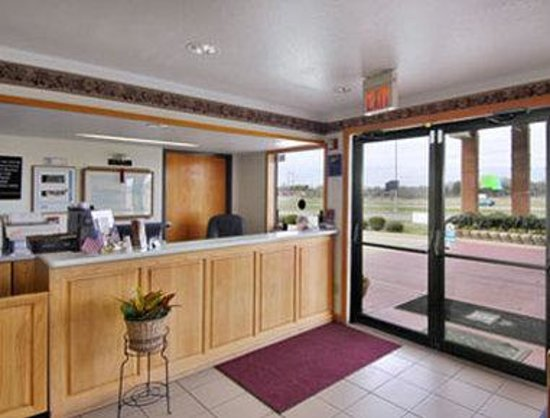 Super 8 Mount Vernon: Lobby