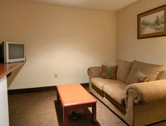 Super 8 Shepherdsville: Suite