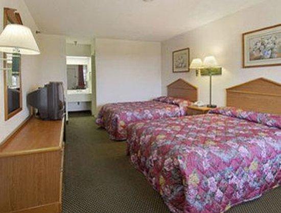 Super 8 Terrell: Standard Two Queen Bed Room