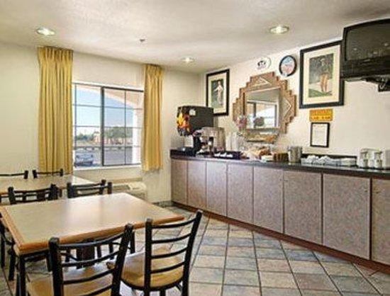 Super 8 Phoenix West I-10: Breakfast Area