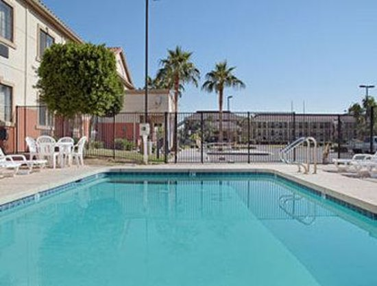 Super 8 Phoenix West I-10: Pool