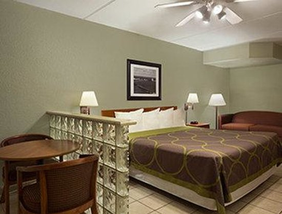 Super 8 South Padre Island: Standard King Room With Sofa