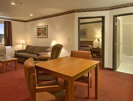 Super 8 Akron S/Green/Uniontown OH: Suite