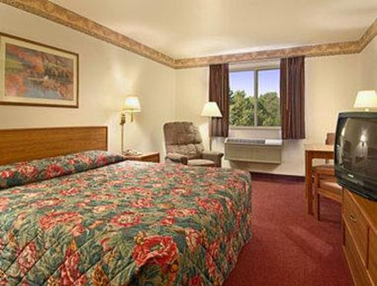 Super 8 Akron S/Green/Uniontown OH: Standard King Bed Room