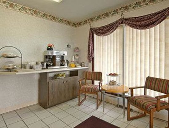 Super 8 Altamont: Breakfast Area