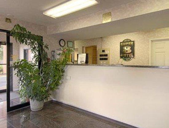 Super 8 Decatur Priceville : Lobby