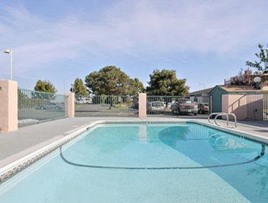 Super 8 Marysville/Yuba City Area: Pool