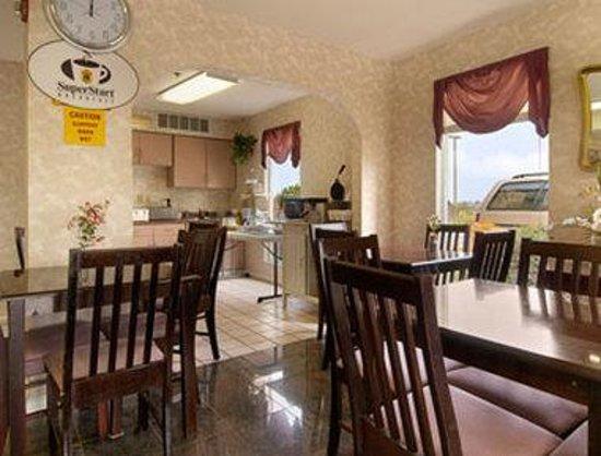 Super 8 Decatur Priceville : Breakfast Area