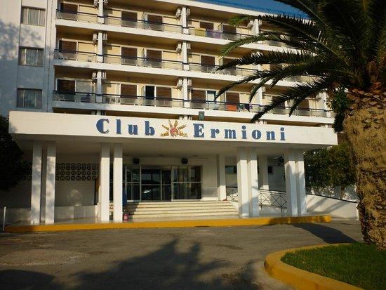 Club Ermioni: entrée du club