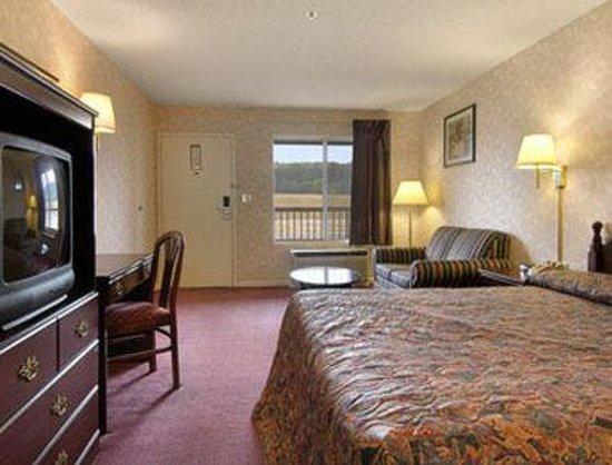 Super 8 Decatur Priceville : Standard King Bed Room