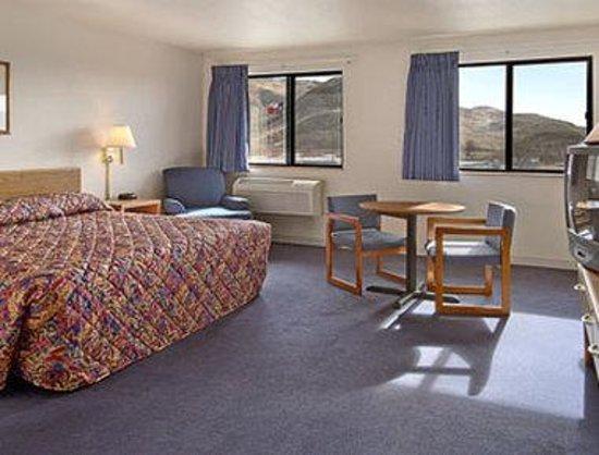 Super 8 Sparks/Reno Area: Mini Suite