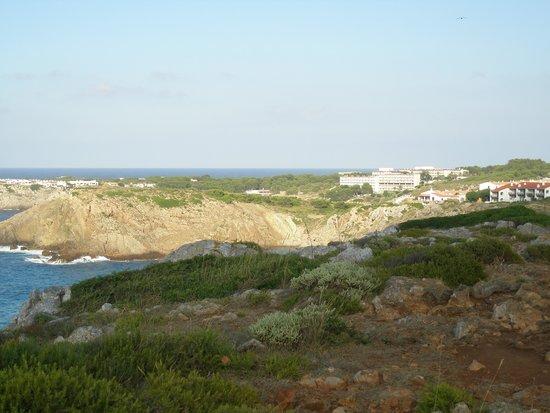 Isla Paraiso: Arenal d'en Castell vue de loin