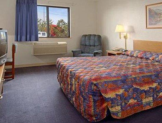 Super 8 Sparks/Reno Area: Standard Queen Bed Room