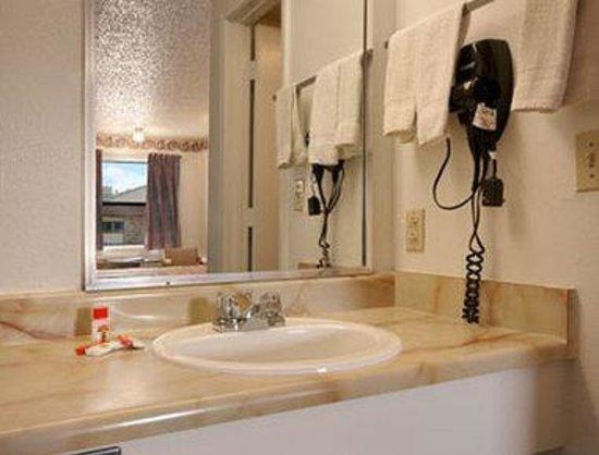 Americas Best Value Inn- El Reno : Bathroom
