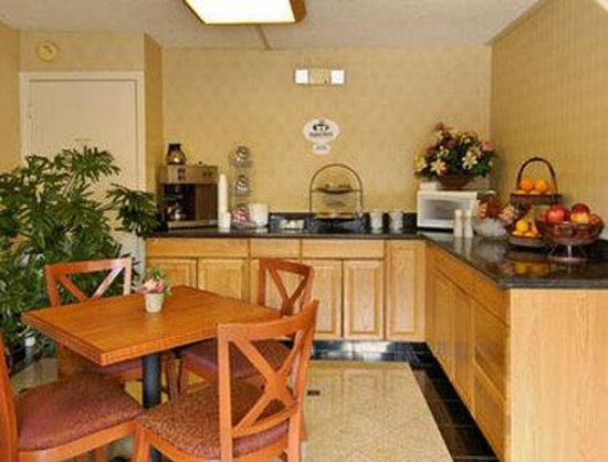 Super 8 Camp Springs/Andrews AFB DC Area : Breakfast Area