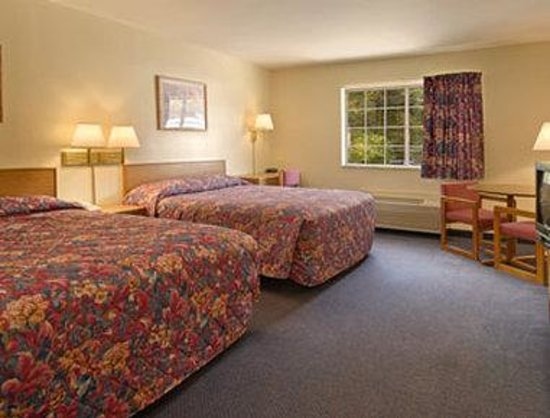 Brookshire Inn: Standard Two Double Bed Room