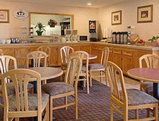 Super 8 Dickson: Breakfast Area