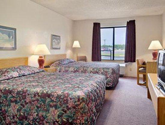 Super 8 Beaver Dam: Standard Two Queen Bed Room