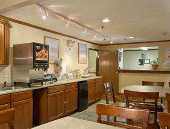Super 8 Tilton/Lake Winnipesaukee : Breakfast Area