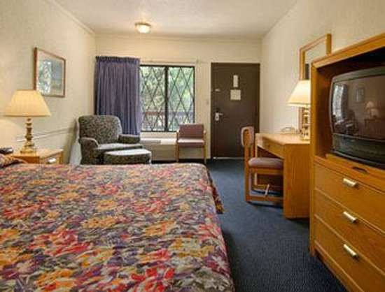 Burton Inn & Suites: Standard King Bed Room