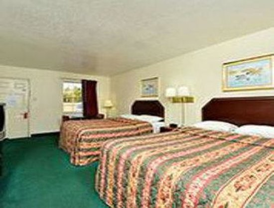Super 8 Little Rock/North/Airport: Standard 2 Queen Bed Room