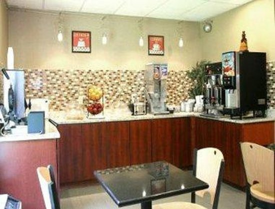 Super 8 Mars/Cranberry/Pittsburgh Area : Breakfast Area