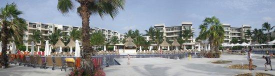 Dreams Riviera Cancun Resort & Spa : Pool panorama