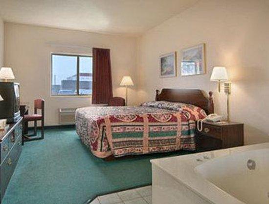 Super 8 Valparaiso: Jacuzzi Suite
