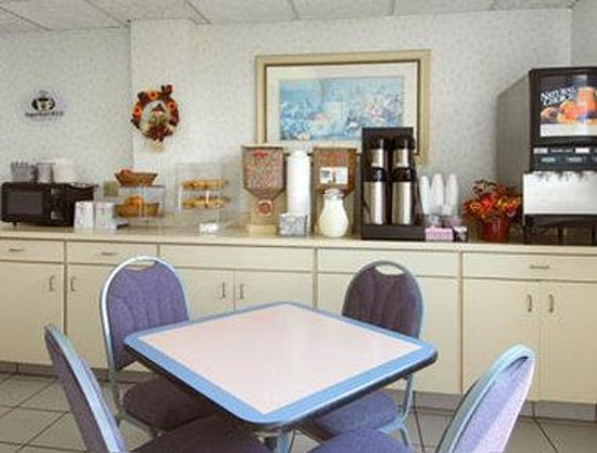 Super 8 Sandusky North: Breakfast Area