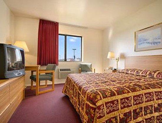 Super 8 Farmington : Standard Queen Bed Room
