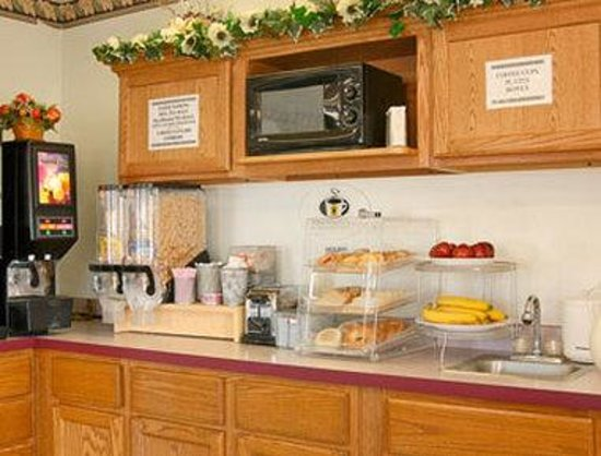 Super 8 Dwight : Breakfast Area