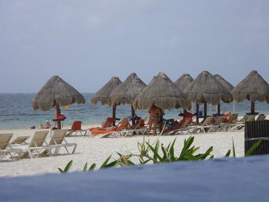 Dreams Riviera Cancun Resort & Spa: Part of the beach