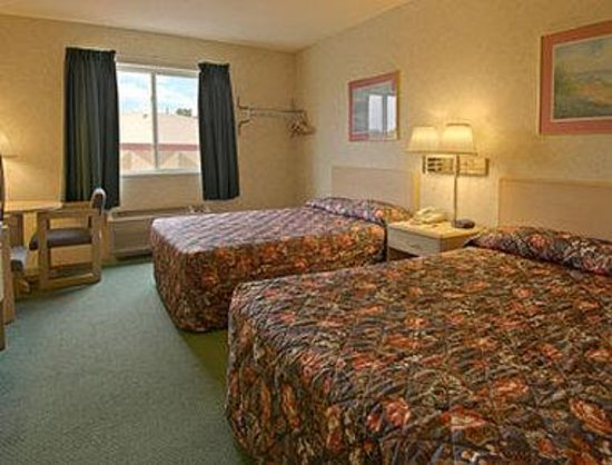 Super 8 Webster/Rochester : Standard Two Double Bed Room