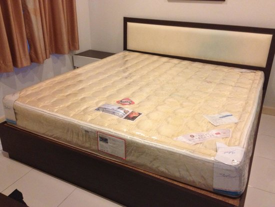PP Plus Mansion: The bed was nicely done but very uncomfortable, here is why