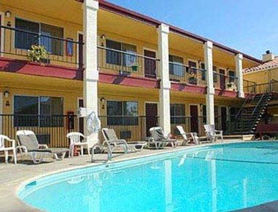 super 8 santa cruz beach boardwalk east 89 9 9. Black Bedroom Furniture Sets. Home Design Ideas