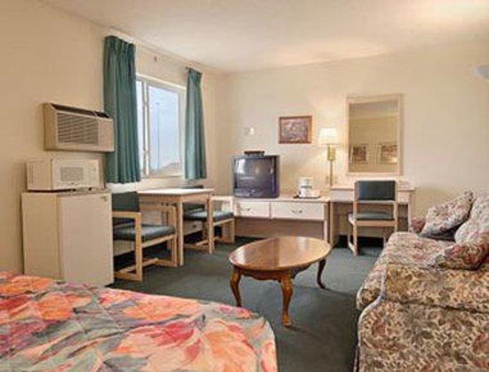 Super 8 Lexington: King Suite