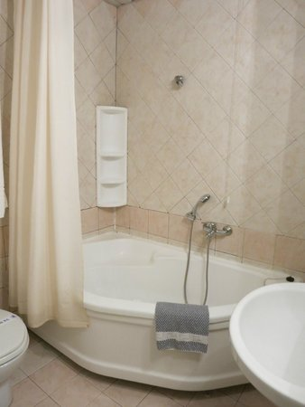 Plaza Hotel: Bathroom