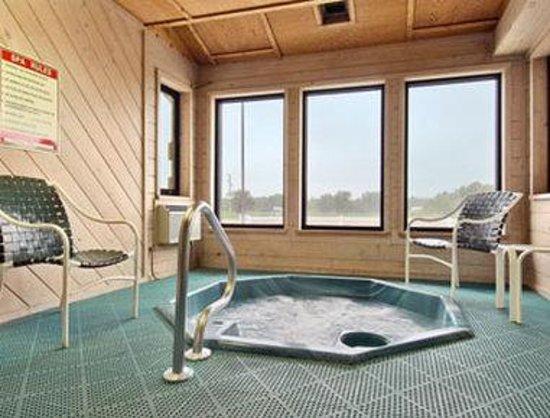 Super 8 Lexington: Hot Tub