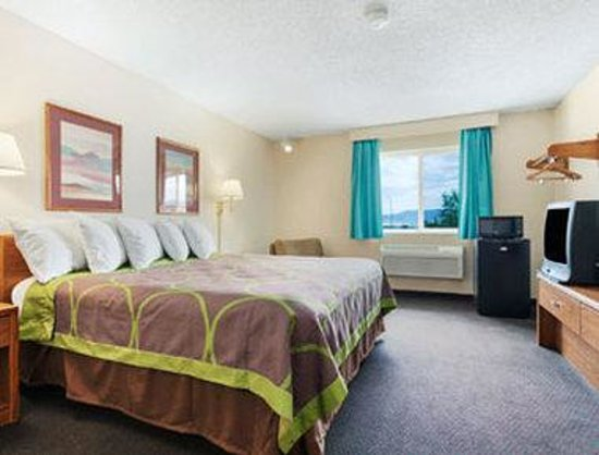 Super 8 Richfield: Standard King Bed Room.
