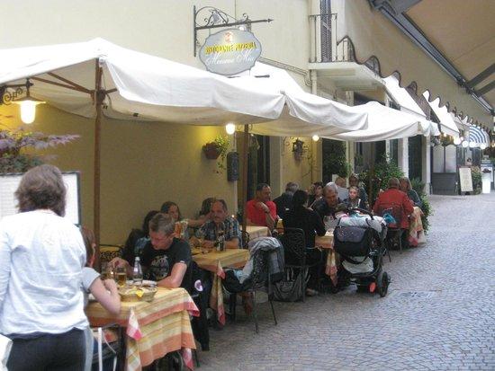 Ristorante Pizzeria Mamma Mia : Terrace at the side