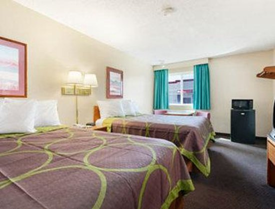Super 8 Richfield: Standard Two Double Bed Room.
