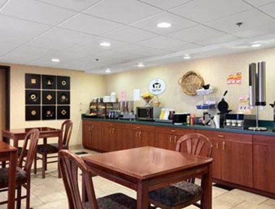 Super 8 Chandler Phoenix: Breakfast Area