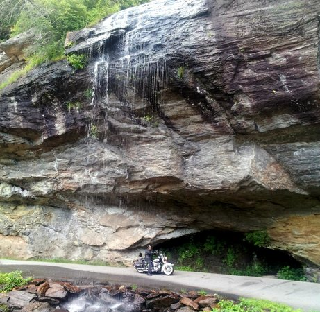 Bridal Veil Falls : Riding beneath