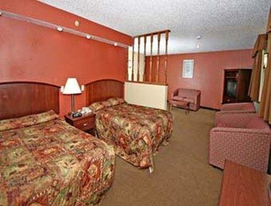 Super 8 Wilmington: Suite With 2 Double Beds