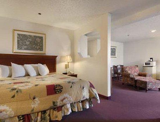 Baymont Inn & Suites Huber Heights Dayton: Suite