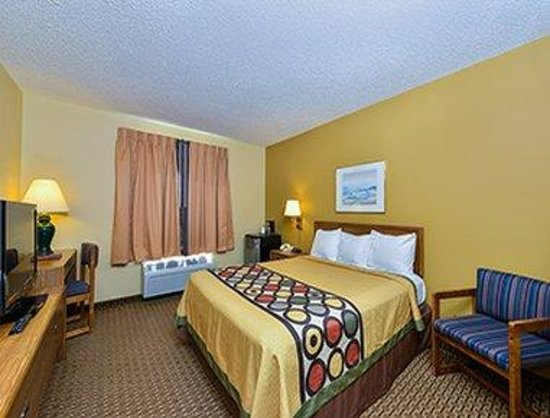 Super 8 Sun Prairie/Madison E: 1 Bed Guest Room