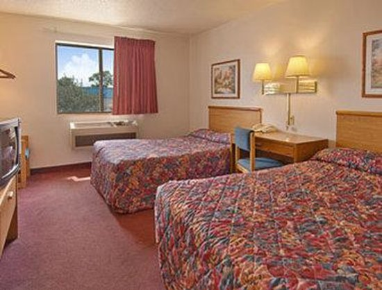 Super 8 Romeoville Bolingbrook: Standard Two Double Bed Room