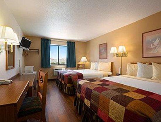 Super 8 Las Vegas : Standard Two Queen Bed Room