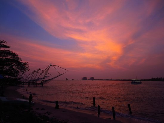 Old Harbour Hotel : Short walk from the hotel are the Chinese fishing nets - a must see