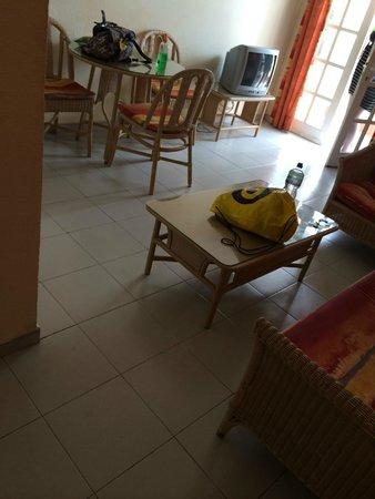 Aparthotel Brisamar: room